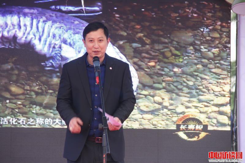 张家界民康生物大鲵科学繁养基地主人朱芳平.jpg